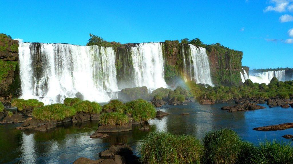 Where Are The Iguazu Falls In Brazil?